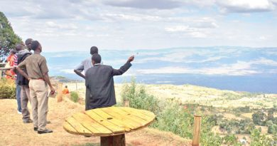 Visitors-enjoy-the-view-at-Iten-View-Point