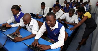 Students attend a class at one of Samsung Electronic's Solar Powered Internet Schools in South Africa. (Samsung Electronics)